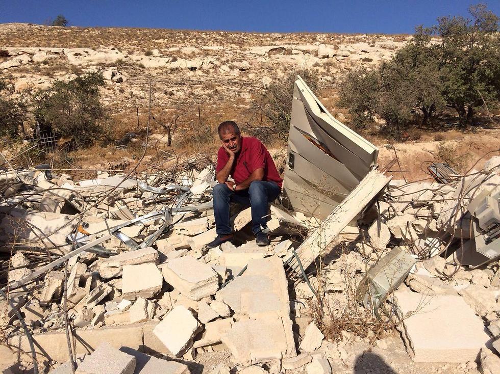 """""""יכולתי להרגיש את הכאב שלו"""". האיש שצילם איימז בין הריסות ביתו (צילום: רודריגו אימז) (צילום: רודריגו איימז) (צילום: רודריגו איימז)"""