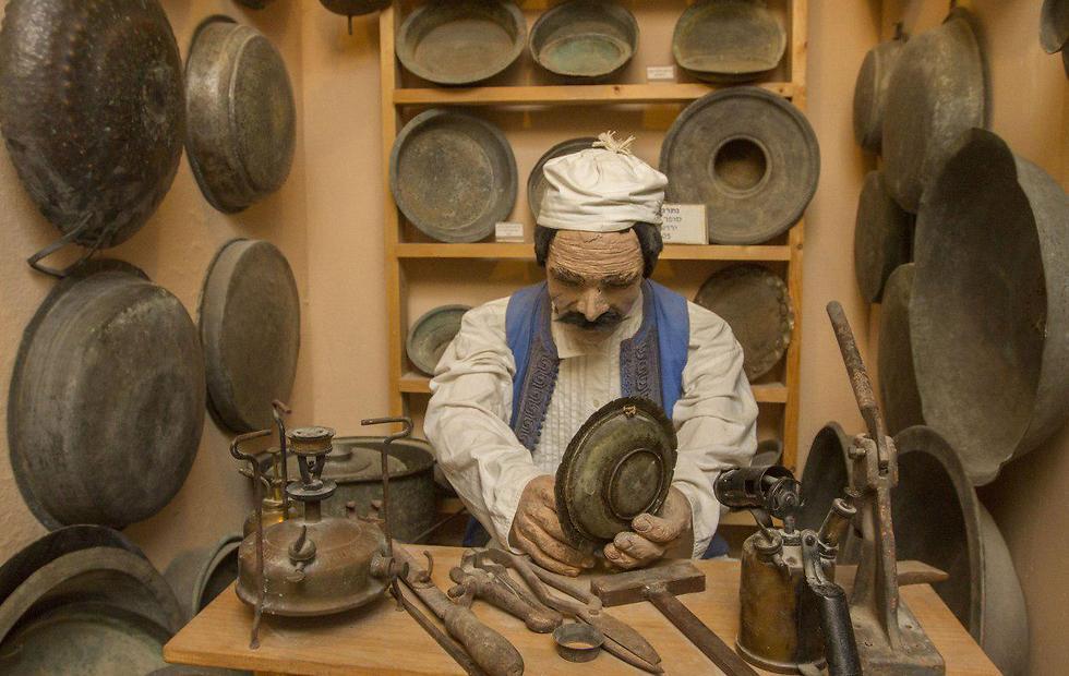 הדמיה של עבודת נפח יהודי בטריפולי (צילום: עידו ארז ) (צילום: עידו ארז )