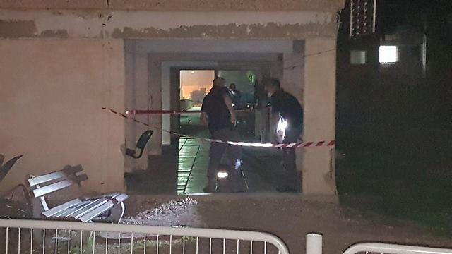 """הזירה שבה נמצאה הגופה (צילום: אחיה ראב""""ד)"""