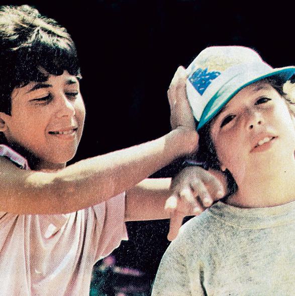 """בר נתן (מימין) ואריק אוחנה בסרט """"אל עצמי"""". ילד פלא"""