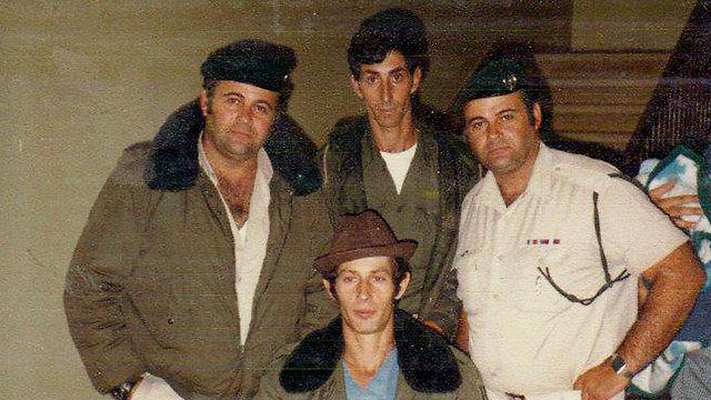 ישראל דב שוויצר לאחר האסון בצור שבו הוא נפצע ()