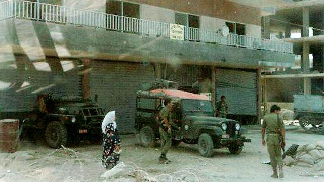 בית הממשל הצבאי בצור, לפני הפיצוץ שגרם לקריסתו (צילום: ארכיון משפחת שטרן) (צילום: ארכיון משפחת שטרן)