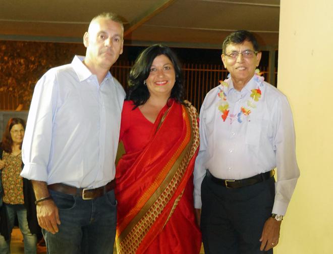 """עם ריצ'רד (משמאל) ונציג שגרירות הודו בערב שהיא הפיקה לאחרונה. """"הגעתי להודו והתאהבתי"""" (צילום: אלבום פרטי)"""