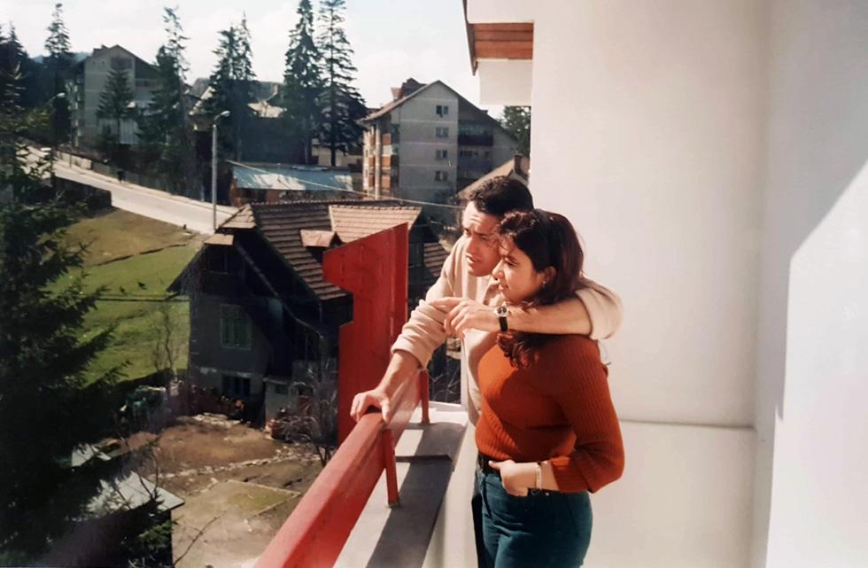 """עם החבר, ריצ'רד, לימים בעלה, בתחילת הקשר שלהם. """"לשמחתי, הוא קיבל באהבה את הבחירה שלי"""" (צילום: אלבום פרטי)"""