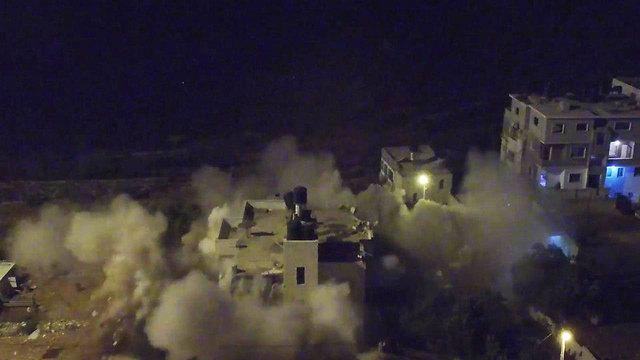 """פיצוץ בית המחבל, הלילה (צילום: דובר צה""""ל)"""