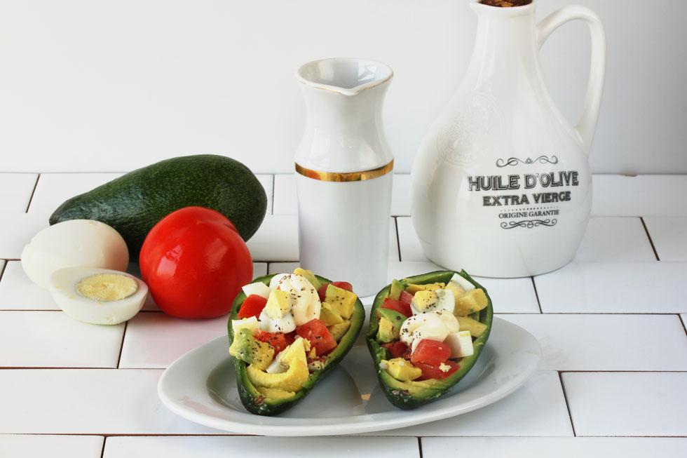 סלט ביצים באבוקדו (צילום, סגנון והכנה: אסנת לסטר)