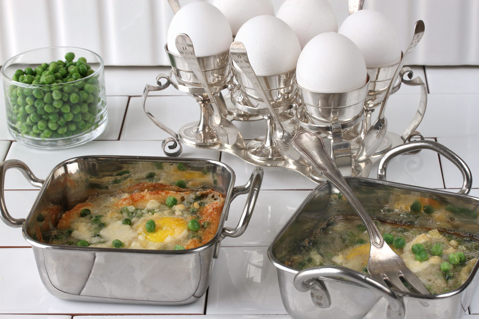 ביצה אפויה בבשמל ואפונה (צילום, סגנון והכנה: אסנת לסטר)