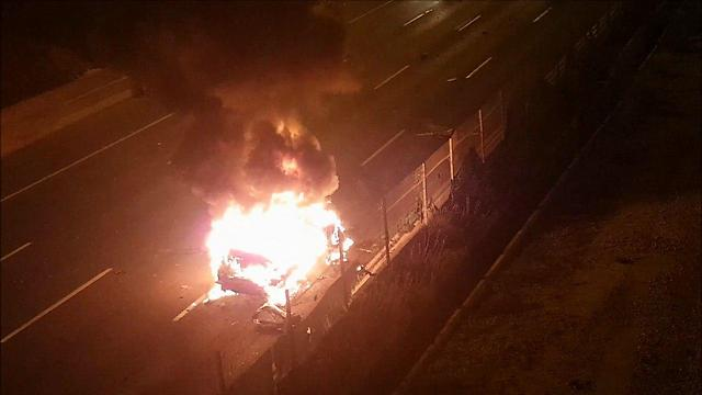 The car on fire on the Ayalon Highway