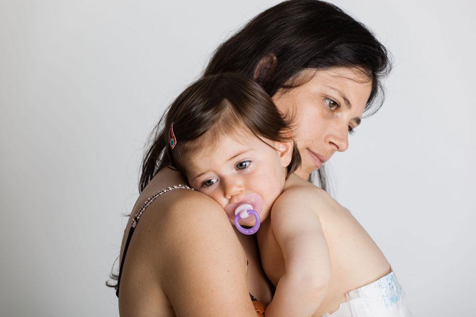 """""""במידה ועולה חשד שהשינוי המשמעותי במצב הרוח ובתפקוד של היולדת או בן זוגה קשורים ללידה שחוו, שווה לעודד אותם לדבר, לספר"""" (צילום: Shutterstock)"""
