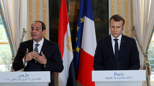French President Emmanuel Macron and Egyptian counterpart Abdel-Fattah el-Sissi meeting in Paris, October 2017  (Photo: AFP)