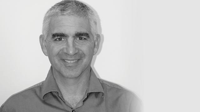 רונן בן מאיר מנהל שיווק מוצרים ()
