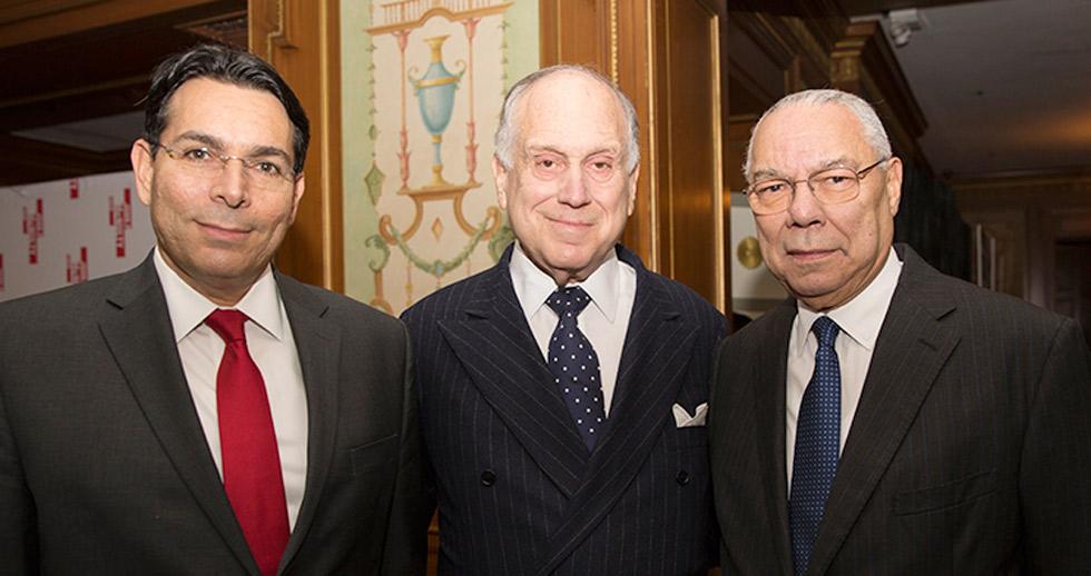 """לאודר עם מזכיר המדינה לשעבר של ארה""""ב קולין פאוול ושגריר ישראל באו""""ם דני דנון. צילום: נעה גרייבסקי"""