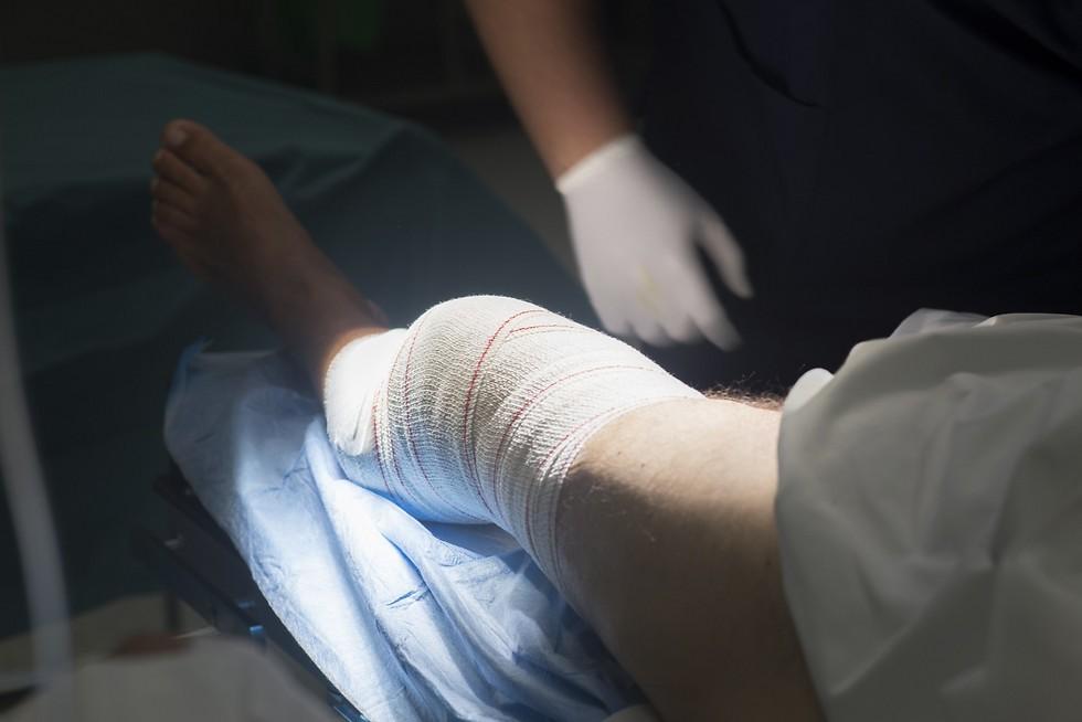 ניתוח ברצועה הצולבת הקדמית. ההחלטה תלויה במגוון גורמים ()