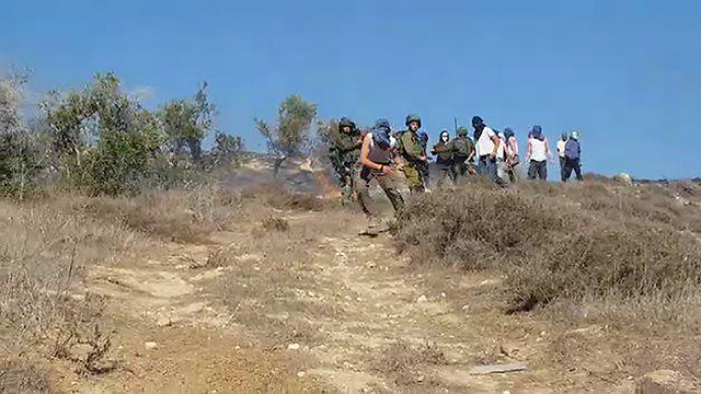 ידויי אבנים לעבר פלסטינים בבורין (צילום: זכריא סדה, רבנים לזכויות אדם) (צילום: זכריא סדה, רבנים לזכויות אדם)