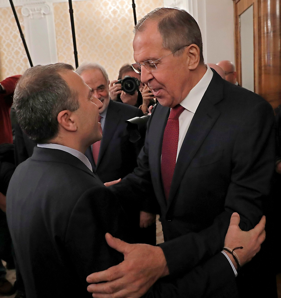 שר החוץ הרוסי לברוב ושר החוץ הלבנוני באסיל (צילום: EPA) (צילום: EPA)