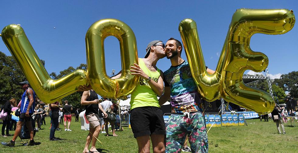 רוב אזרחי אוסטרליה (61%) הצביעו במשאל עם בעד חקיקה שתתיר בחוק נישואים חד-מיניים (צילום: EPA) (צילום: EPA)