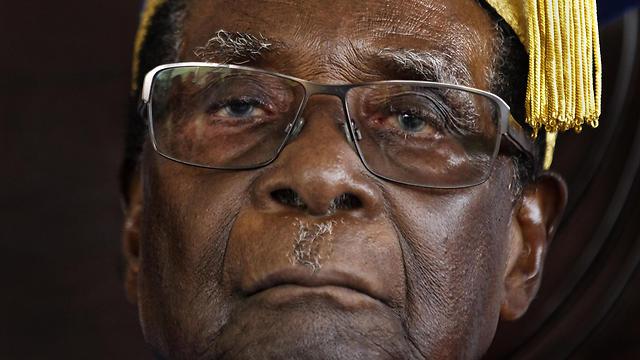 נשיא זימבבווה המודח רוברט מוגאבה (צילום: AP) (צילום: AP)