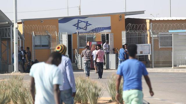 Asylum seekers at Holot detention facility (Photo: Motti Kimchi)