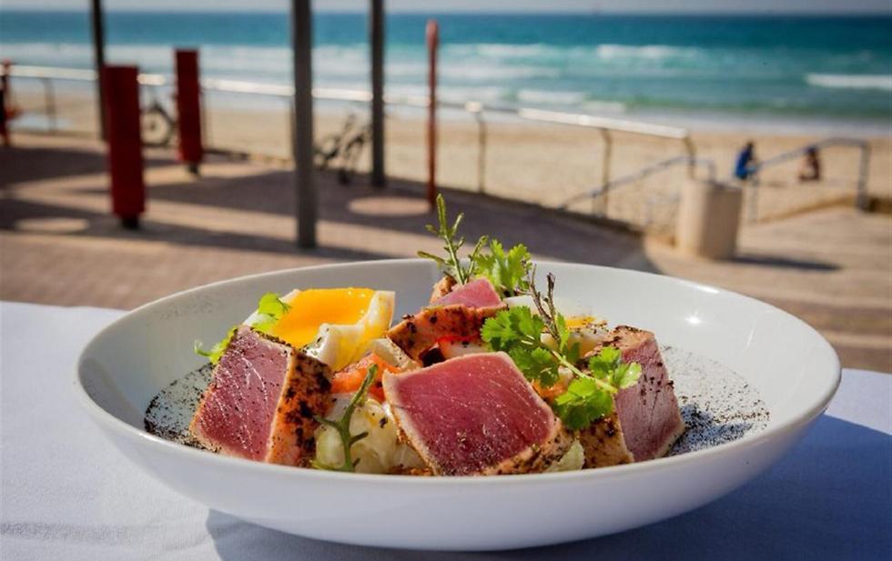 """כשר עם נוף לים, מסעדת """"על המים"""" (צילום: איתי פולק) (צילום: איתי פולק)"""