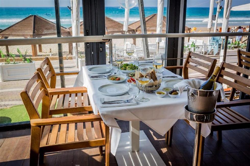 """מסעדת """"על המים"""" בהרצליה (צילום: איתי פולק) (צילום: איתי פולק)"""