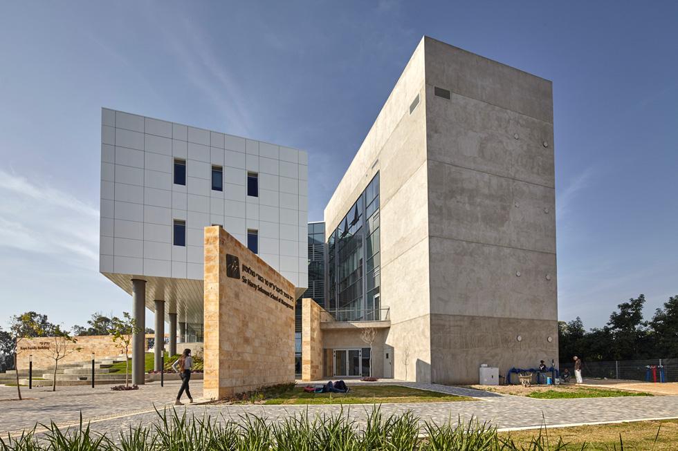מבט מהצד. להיבט הנופי, שעליו אחראי אדריכל הנוף אמיר בלום, יש חלק בלתי נפרד מהבניין   (צילום: ליאור אביטן)