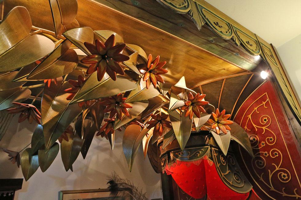 פרטים במיטת האפיריון (צילום: צביקה טישלר)