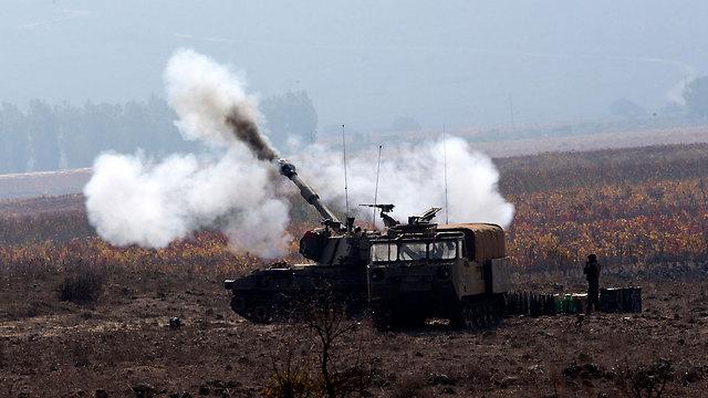 """כוחות צה""""ל ליד הגבול עם סוריה ברמת הגולן (צילום: EPA) (צילום: EPA)"""