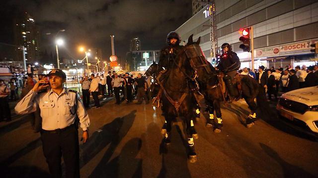 Police dispersing protesters in Bnei Brak (Photo: Motti Kimchi)
