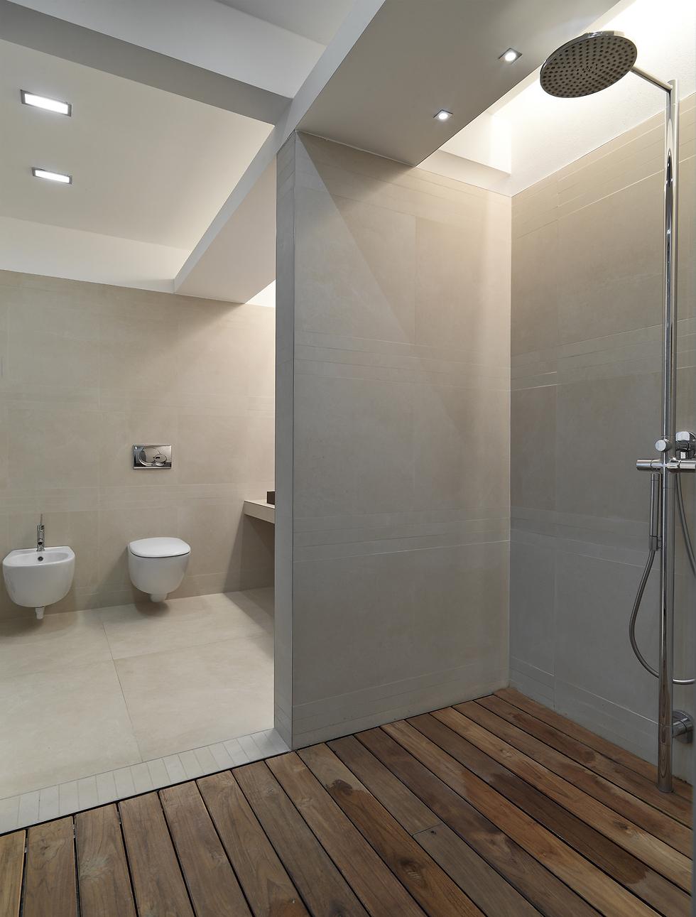 אין לכם זרם מים חזר בדירה? אולי עדיף לוותר על ראש גשם (צילום: shutterstock)