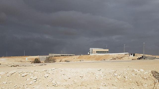 חשש ליציבות המבנה. המרכז המבקרים, שעדיין לא הושלם (צילום: בראל אפרים) (צילום: בראל אפרים)