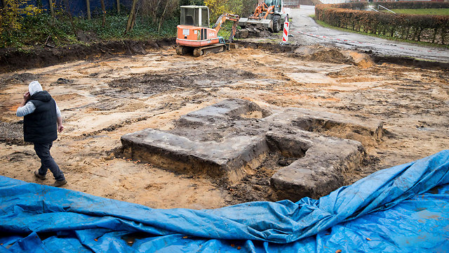 The swastika was found in a Hamburg construction site (Photo: AP)