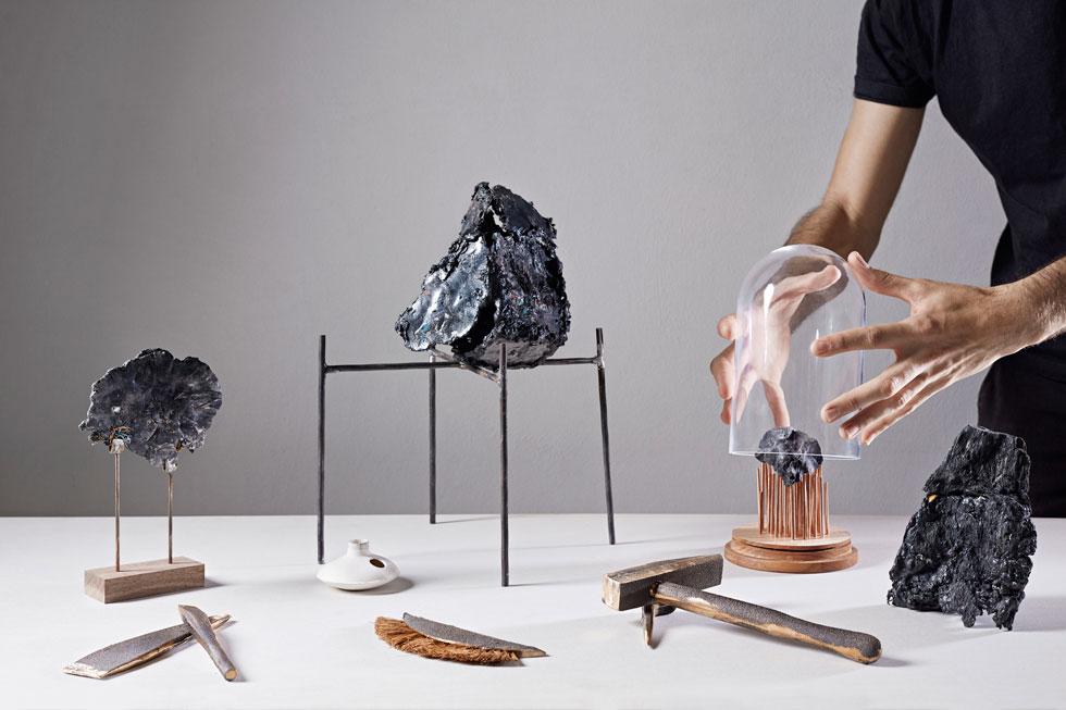 הפרויקט של שחר ליבנה, שהוצג בשנה שעברה באיינדהובן, עורר סקרנות: האם הפלסטיק יהפוך לחומר סמי-טבעי? (צילום: רונלד סמיתס, אקדמיית איינדהובן לעיצוב)