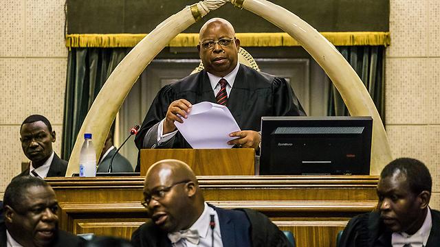 """יו""""ר הפרלמנט מכריז על התפטרות הנשיא (צילום: AFP) (צילום: AFP)"""