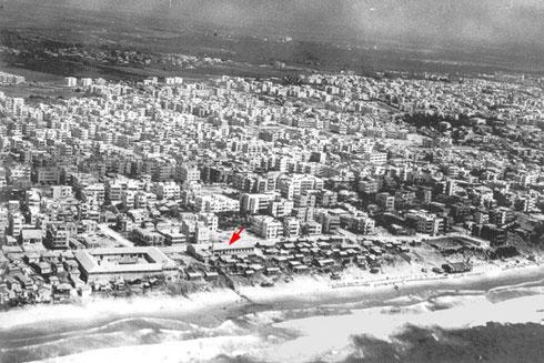 תחנות בחייו: לפני הקמת הכיכר  (צילום: Ori, cc)