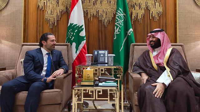 אל-חרירי עם יורש העצר הסעודי לאחר התפטרותו (צילום: AP)
