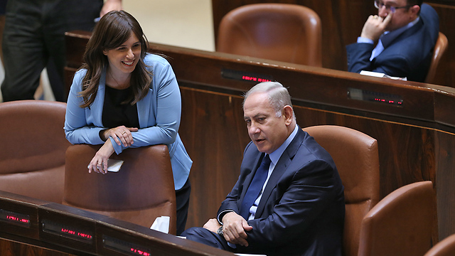 PM Netanyahu (R) and Deputy Foreign Affairs Minister Hotovely. Netanyahu, who's also the foreign affairs minister, consented to the cut (Photo: Alex Kolomoisky)