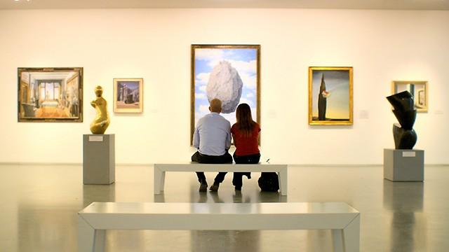 """סצנת הפתיחה של """"המוזיאון"""". רעיון ולא תיעוד ספונטני  ()"""