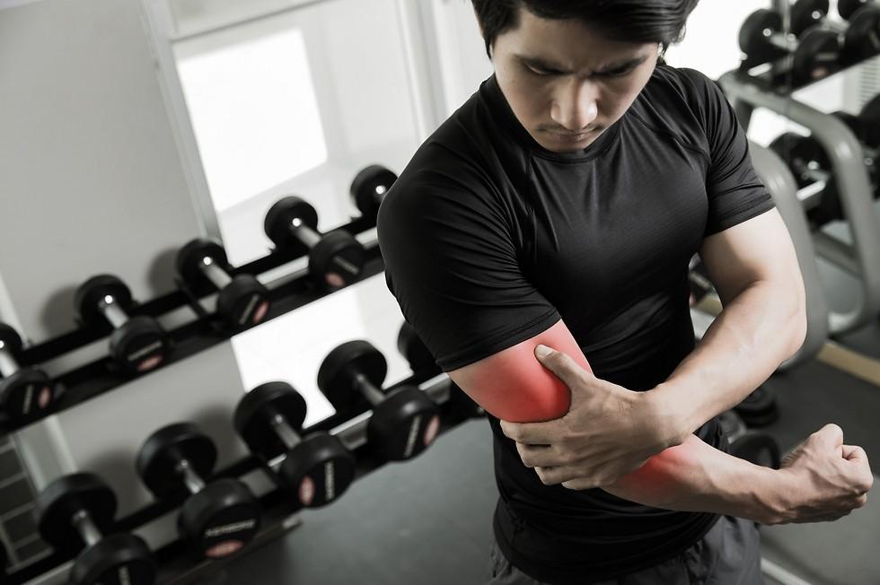 מכה חזקה בשריר המלווה בכאב חד. קרע בשריר