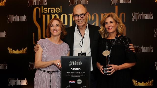 """אתי וגבי רוטר, מנכ""""לים משותפים של קסטרו, זוכי הפרס בשנה שעברה, יחד עם אתי עמיעד, מנכ""""לית סופרברנדס (צילום: יח""""צ) (צילום: יח"""