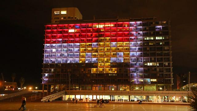 Tel Aviv Municipality building, showing solidarity with Egypt (Photo: Motti Kimchi)