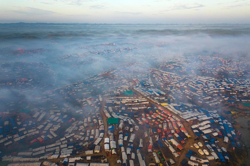 צילום אוויר של מחנה פליטים בבנגלדש של בני הרוהינגה המוסלמים שברחו מהאלימות במיאנמר (צילום: AP) (צילום: AP)