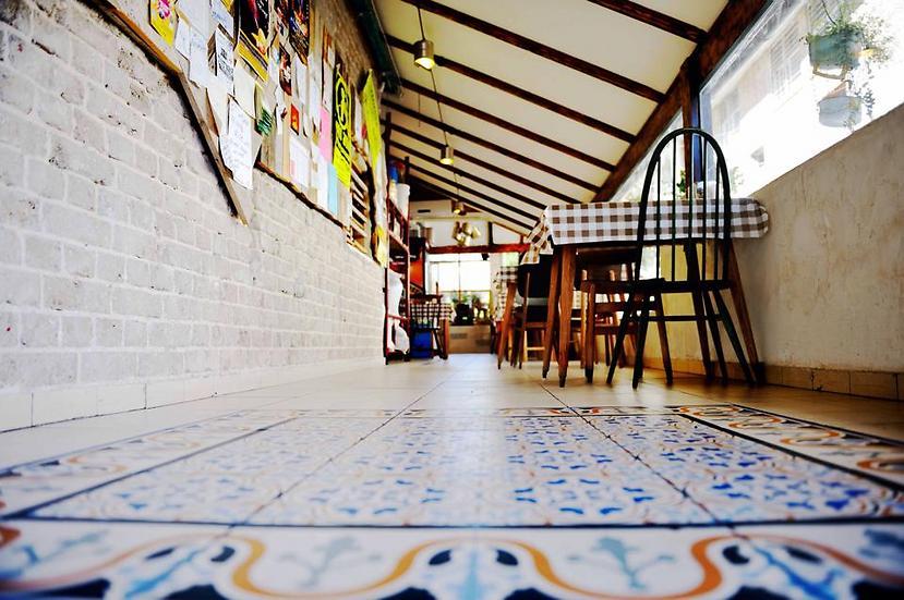 """אריחים מצוירים על הרצפה (צילום: יח""""צ)"""