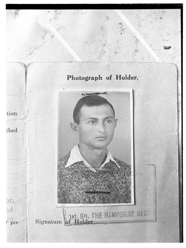 Фотография на паспорт до ранения. Фоторепродукция: Давид Рубингер