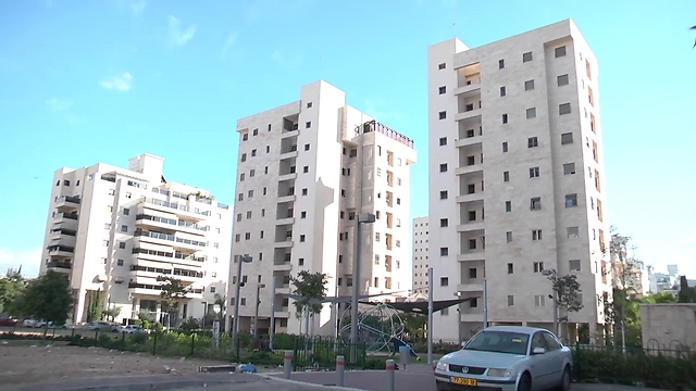 בנייני מגורים בחולון (צילום: יוגב אטיאס) (צילום: יוגב אטיאס)