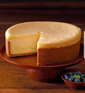"""עושה כבוד למותג. עוגת גבינה בסניף של """"צ'יז קייק פקטורי"""" (צילום: יוני פרוים)"""