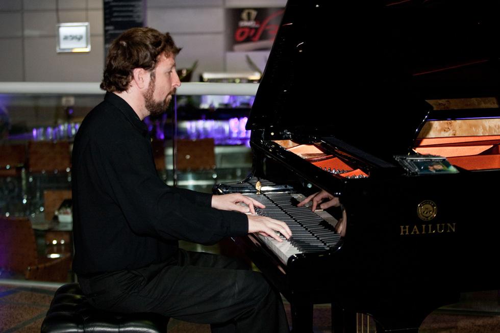 בזכות הפסנתר ההוא. יוני רבר (צילום: אלבום פרטי)