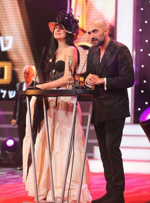 """שלומי ורונית אלקבץ זוכים בפרס הסרט הטוב ביותר על """"גט"""" בטקס פרסי אופיר ב-2014 (צילום: איציק בירן)"""
