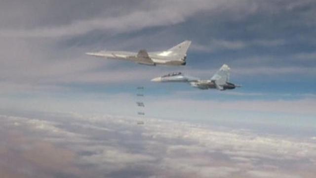 מפציצים רוסיים נגד מטרות של דאעש בסוריה (צילום: רויטרס) (צילום: רויטרס)