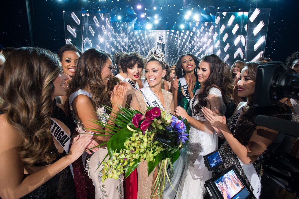 דמי-לי נל פיטרס. מתחילה את שנת המלכות (צילום: Miss Universe / Matt Petit)