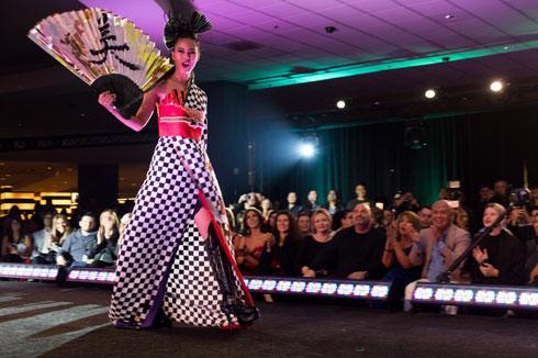 יפן היא הזוכה בקטגוריית השמלות הלאומיות (צילום: Miss Universe / Max Louis Miller)